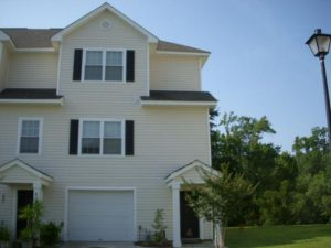 3Bed/Bath Twnhme, With 2 Car Garage, Hdwds, FP!