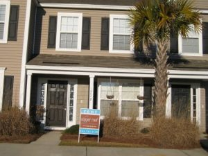 Beautiful 2Bd/2.5Ba Townhome in Great Area! Close to Shopping, Dining, 2 Pools!
